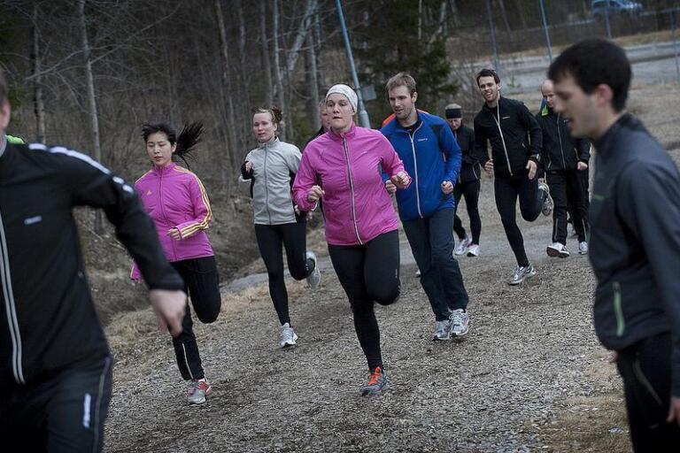 Att springa tillsammans med andra är roligt. Nu bjuder IF Udd in till en prova på-lektion i deras populära löparskola. (Bilden är en arkivbild från en annan träningsgrupp).