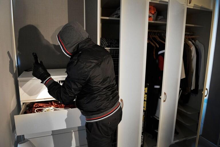 Två helger i rad har flera inbrott anmälts i Ulricehamns kommun. Nu uppmanar polisen till vaksamhet och grannsamverkan. Bildern är en genrebild.