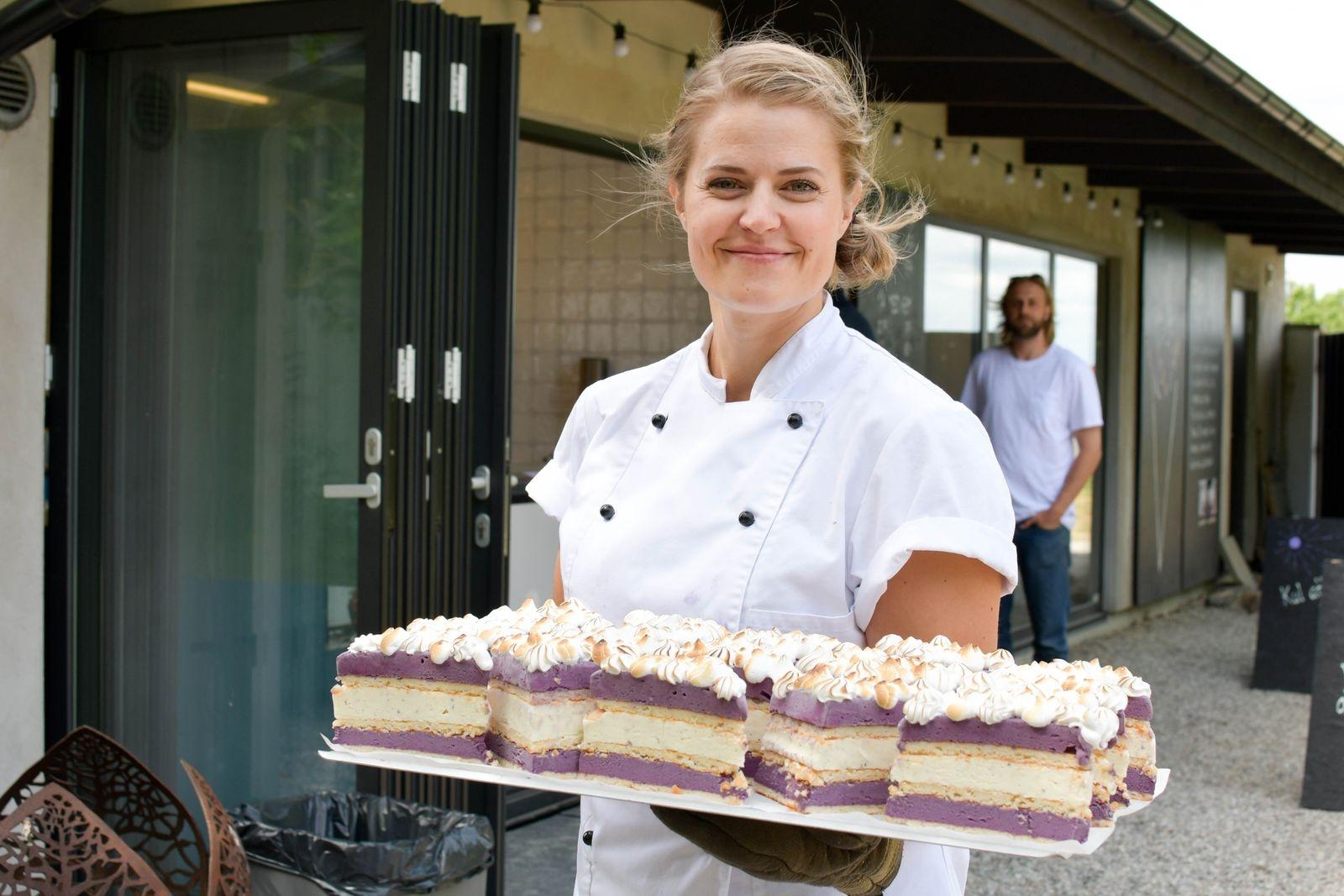 Under vinterhalvåret har Karolina Esbjörnsson, tillsammans med Elin Falkman och Astrid Ljungquist arbetat med att ta fram vackra och välsmakande glassdesserter.