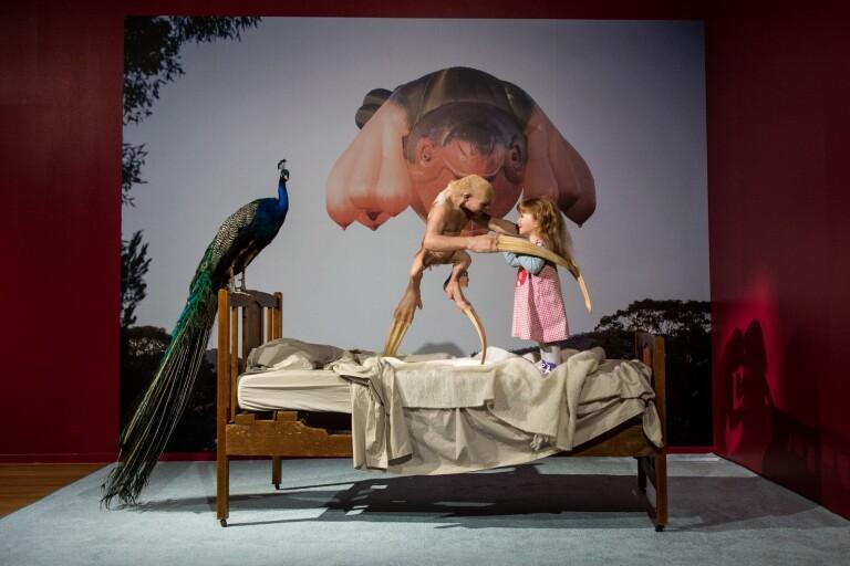 Den välkomna gästen av Patricia Piccinini, i en mycket högklassig utställning på Borås Konstmuseum.