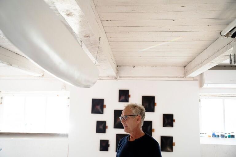 Mats Bergquist i sin nya ateljé utanför Tolånga.