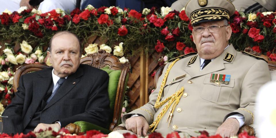 Algeriets expresident Abdelaziz Bouteflika och arméchefen Ahmed Gaïd Salah. Arkivbild.