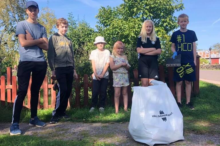 Mattias, Emrik, Elias, Maja, Vendla och Sigge plockade skräp i Bläsinge i lördags.