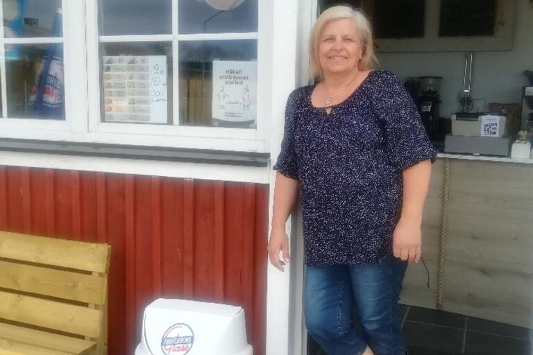 Ann-Caroline Fandrey driver nya kaféer i hamnen.