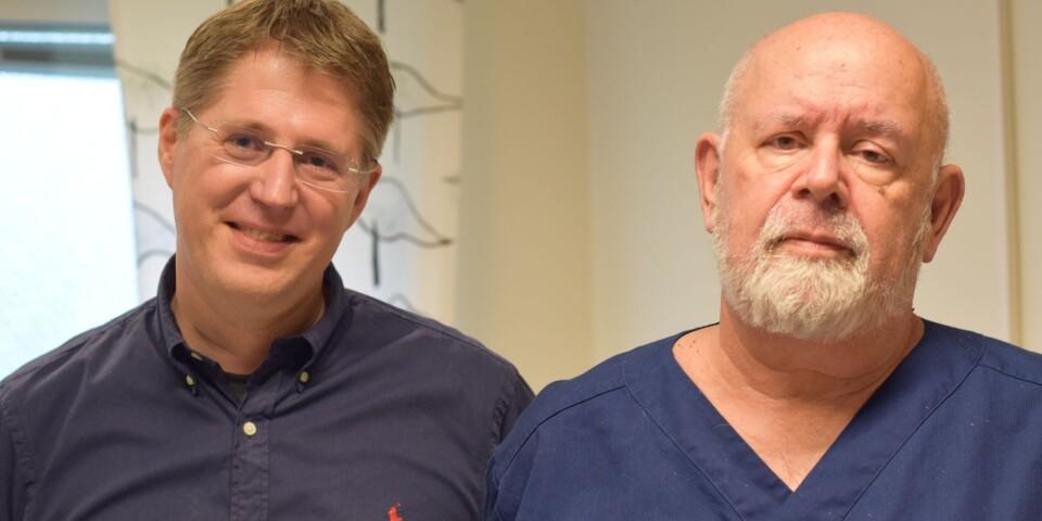 Astrakanens verksamhetschef Niklas Anderberg tar med specialistläkaren Ulf Olsson till Trekanten.