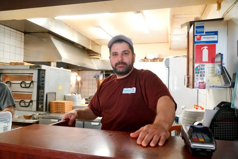 Mohammed Yehya driver pizzeria Pangea i Tranemo – och han har det mest populära lunchstället för gymnasieelever. Det visar kommunens statistik över uthämtade luncher.