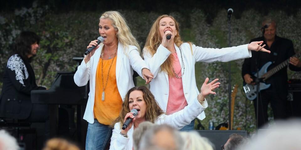 """När Robert Wells Trio and The Vocalettes körde Lill-Babs klassiker """"Leva livet"""" stämde publiken upp i allsång."""