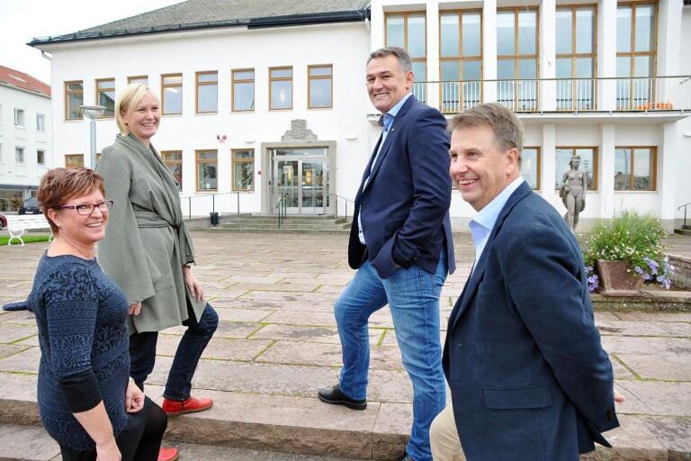 Inte lika glatt idag, fyra år senare? I kommunvalet 2014 gick Socialdemokraterna och Framtid Öland segrande  ur striden och bildade majoritet. Ölandsbladet har inför årets val granskat var de lokala partierna hade sina starkaste fästen 2014. På bilden syns Gunilla Johansson (S), Sofie Loirendal  (FÖ). Ilko Corkovic (S) och Tomas Lind (FÖ).