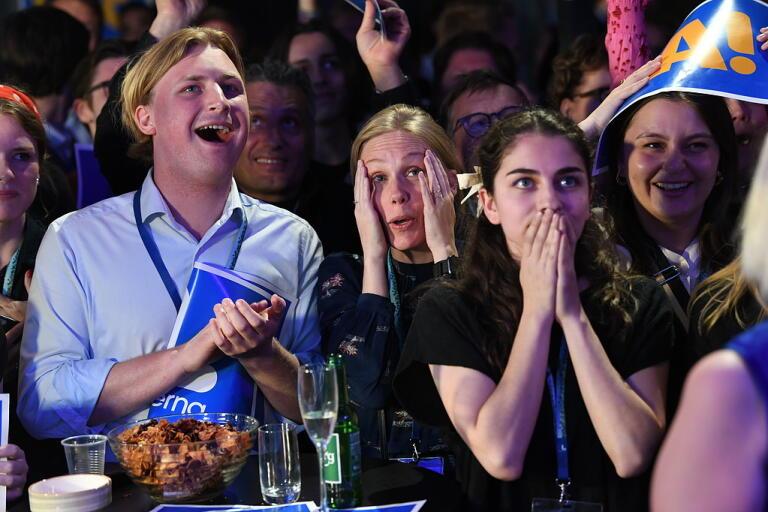 Reaktioner på Liberalernas valvaka på Clarion Hotel i Stockholm då partiet, som i opinionsmätningar legat nära fyraprocentsspärren, får 4,1 procent, enligt den preliminära rösträkningen.