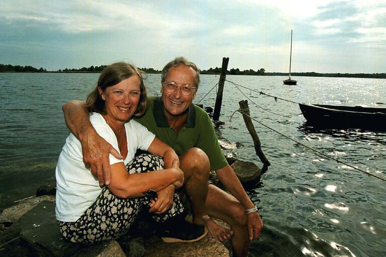 Eivor Martinus och hennes make Derek vid mitten av 1990-talet.