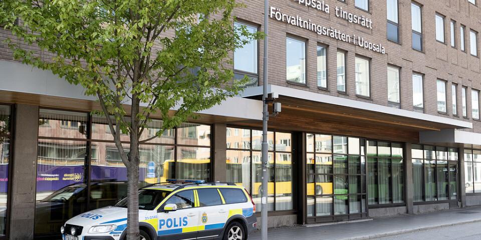 En man har erkänt hot mot bland annat Uppsala tingsrätt. Arkivbild från dagen då rätten utrymdes.