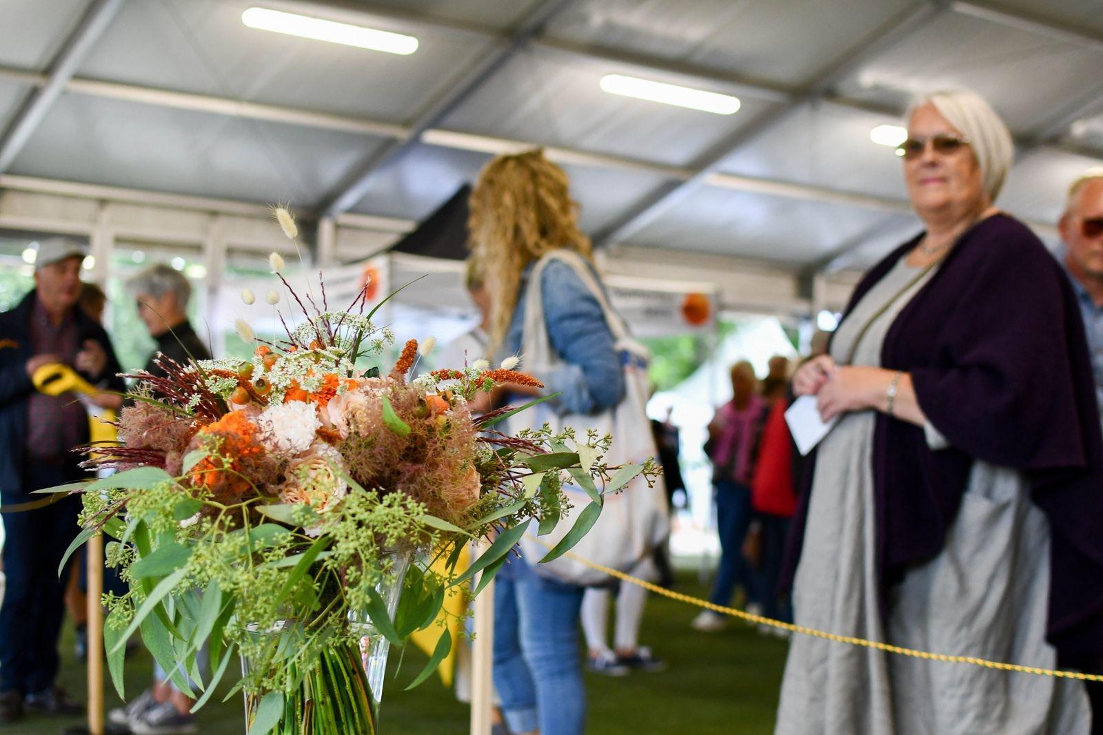 I mässtältet kunde besökarna rösta på sin favoritbukett.  Ullstorps Gardencenter tog hem vinsten.